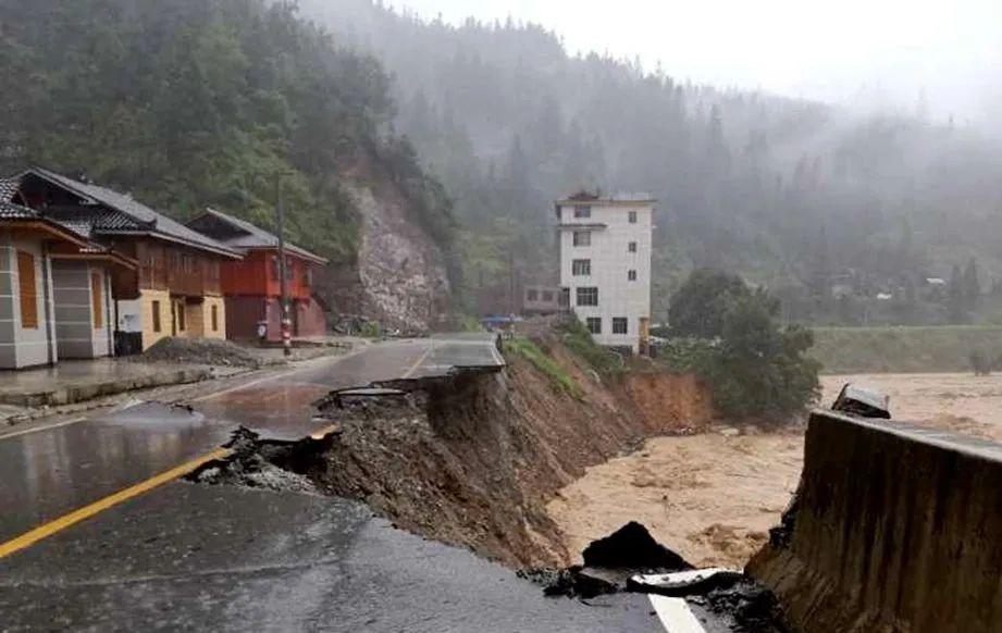 Những hình ảnh đáng sợ về cơn đại hồng thủy ở miền Nam Trung Quốc gây ra bởi những cơn mưa dai dẳng kéo dài hơn 30 ngày-28