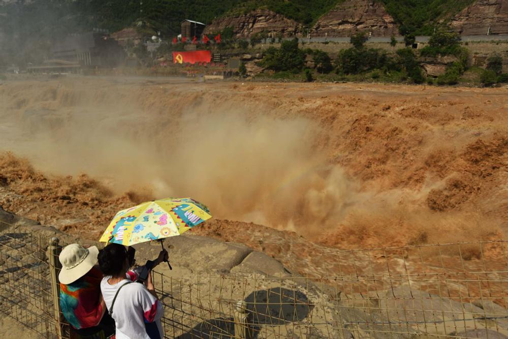 Những hình ảnh đáng sợ về cơn đại hồng thủy ở miền Nam Trung Quốc gây ra bởi những cơn mưa dai dẳng kéo dài hơn 30 ngày-30