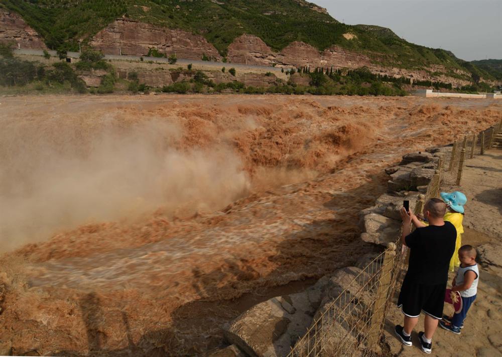Những hình ảnh đáng sợ về cơn đại hồng thủy ở miền Nam Trung Quốc gây ra bởi những cơn mưa dai dẳng kéo dài hơn 30 ngày-31