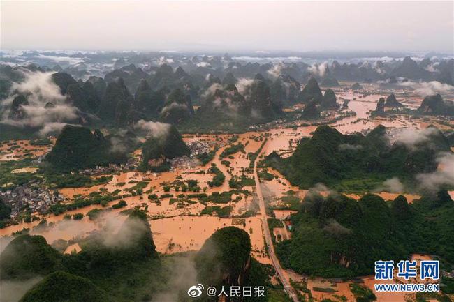 Những hình ảnh đáng sợ về cơn đại hồng thủy ở miền Nam Trung Quốc gây ra bởi những cơn mưa dai dẳng kéo dài hơn 30 ngày-34