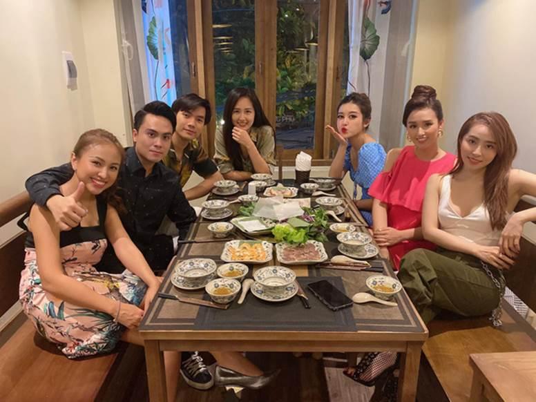 Giữa ồn ào nghỉ chơi, Huyền My gia nhập hội bạn Mai Phương Thuý, Quỳnh Nga và toàn sao đình đám?-2