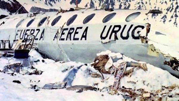 Lời kể nạn nhân vụ rơi máy bay ám ảnh nhất lịch sử: Phải ăn thịt tử thi để sống, mang nỗi day dứt đến chết không thể nguôi ngoai-2