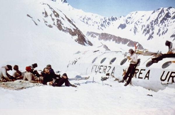 Lời kể nạn nhân vụ rơi máy bay ám ảnh nhất lịch sử: Phải ăn thịt tử thi để sống, mang nỗi day dứt đến chết không thể nguôi ngoai-6