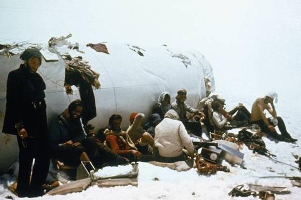 Lời kể nạn nhân vụ rơi máy bay ám ảnh nhất lịch sử: Phải ăn thịt tử thi để sống, mang nỗi day dứt đến chết không thể nguôi ngoai-8