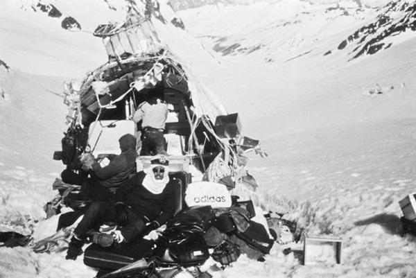Lời kể nạn nhân vụ rơi máy bay ám ảnh nhất lịch sử: Phải ăn thịt tử thi để sống, mang nỗi day dứt đến chết không thể nguôi ngoai-9