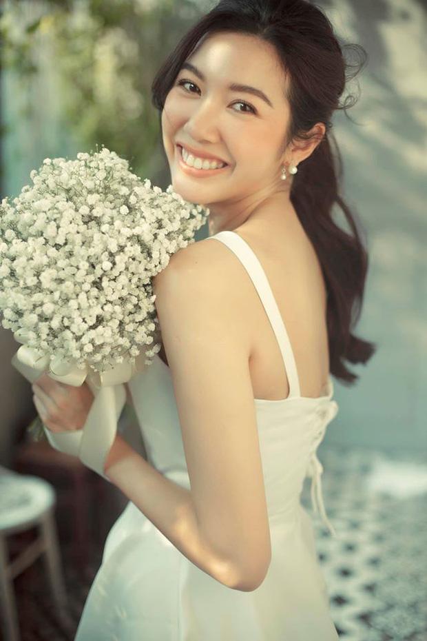 Thuý Vân chính thức hé lộ váy cưới: Lộng lẫy, gợi cảm thế này đích thực là cô dâu được mong chờ nhất tháng 7 rồi!-5