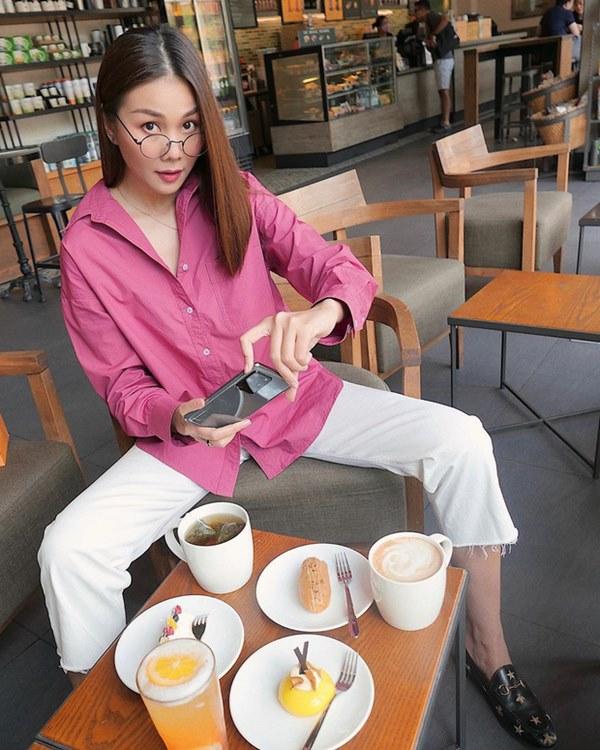 Street style sao Việt: Cùng khoe lưng thon gợi cảm, Miu Lê trẻ trung nhưng vẫn thua Hà Tăng ở khoản hững hờ buông lơi-2