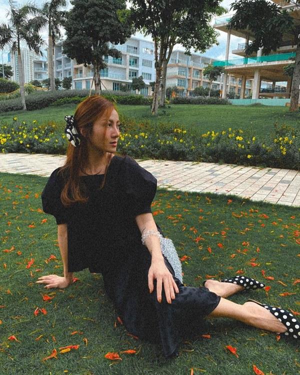 Street style sao Việt: Cùng khoe lưng thon gợi cảm, Miu Lê trẻ trung nhưng vẫn thua Hà Tăng ở khoản hững hờ buông lơi-18