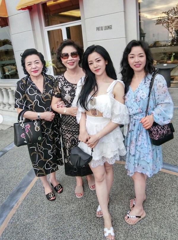 Em gái mỹ nhân của Ông Cao Thắng bất ngờ chia sẻ ảnh chụp cùng chị gái kín tiếng, nhan sắc người chị ruột khiến ai cũng trầm trồ-2