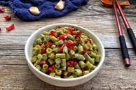 Mùa hè làm hũ đậu đũa muối chua để dành, ăn với gì cũng ngon!