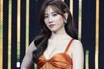 Hari Won gây tranh cãi khi tiết lộ nụ hôn đầu đời kéo dài tới 3 tiếng đồng hồ khiến môi tím bầm