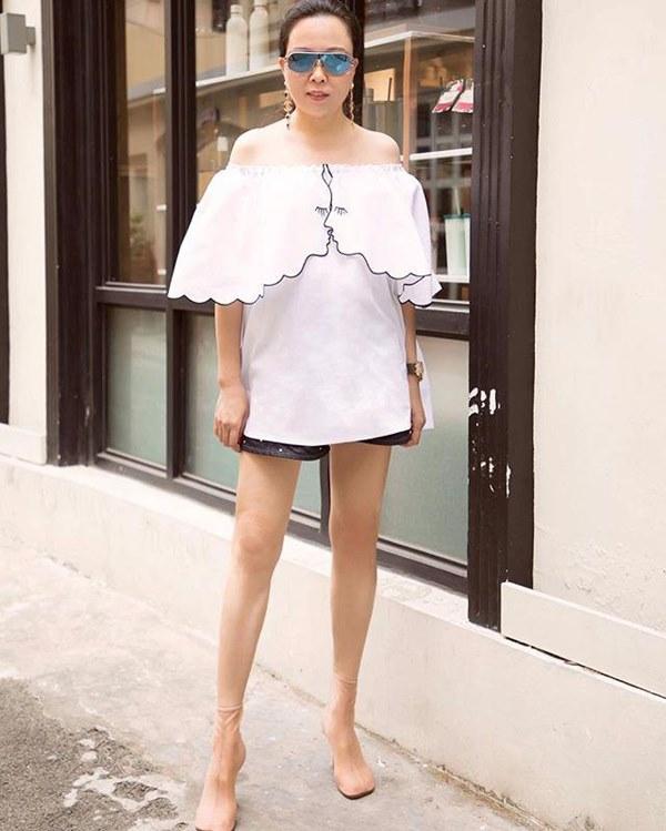 Bất chấp thân hình mũm mĩm, Phượng Chanel vẫn đam mê diện áo bẹt vai, hoá ra là có chiêu-14