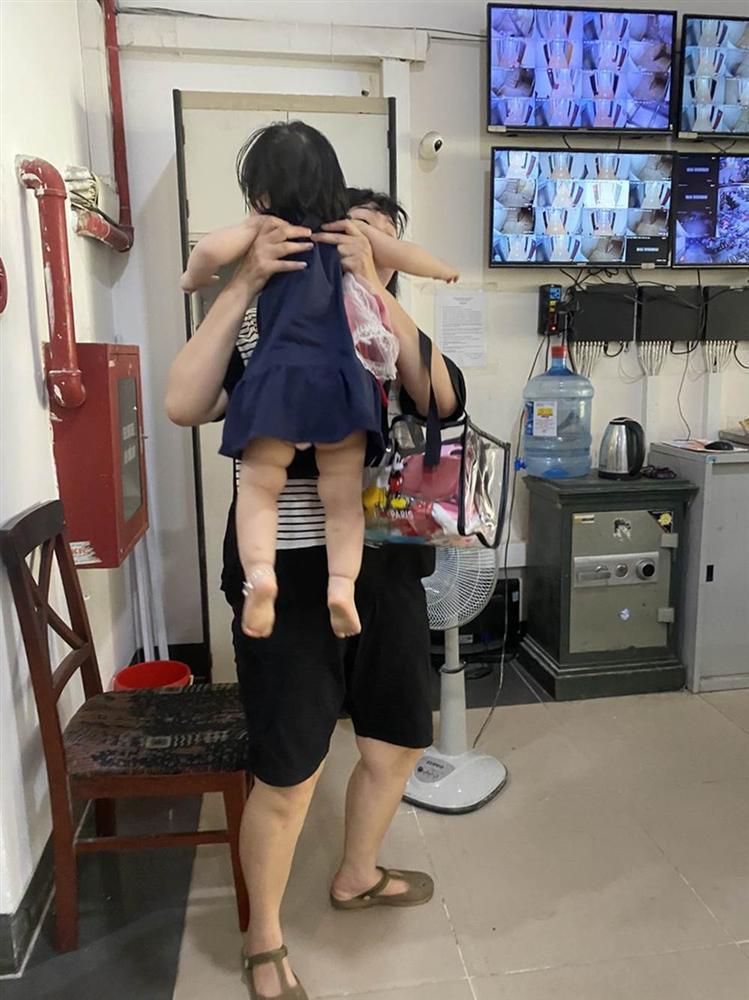 """Hú hồn"""" 6 người bị kẹt trong thang máy tại Chung cư 71 Nguyễn Chí Thanh-5"""