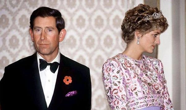 Ngay khi hạ sinh Hoàng tử Harry, Công nương Diana đã nhận ra cuộc hôn nhân toàn bi kịch của mình sẽ tan vỡ không sớm thì muộn?-2