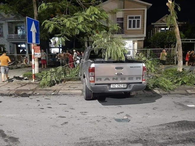 Clip: Khoảnh khắc 2 ô tô đối đầu nhau, cabin xe tải bay xuống đường khiến 1 người tử vong-2
