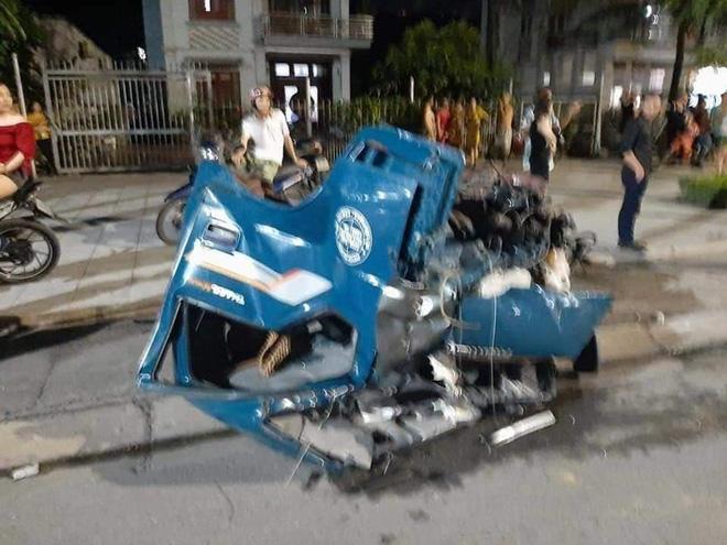 Clip: Khoảnh khắc 2 ô tô đối đầu nhau, cabin xe tải bay xuống đường khiến 1 người tử vong-3