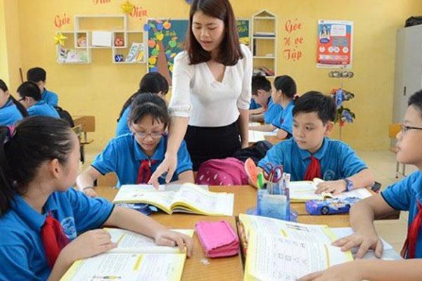 Tại sao Bộ GD-ĐT không thu học phí tiểu học nhưng phụ huynh vẫn phải đóng tiền học 2 buổi/ngày?-2