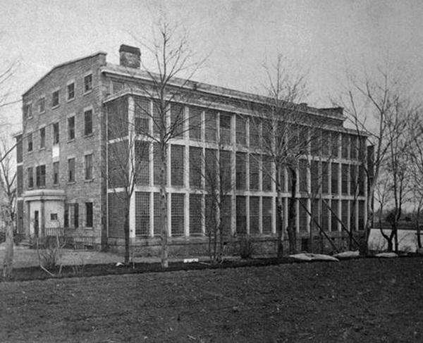 10 ngày địa ngục trong bệnh viện tâm thần của nữ nhà báo: Bệnh nhân bị đối xử tàn bạo, người tỉnh táo sớm muộn cũng hóa điên-2