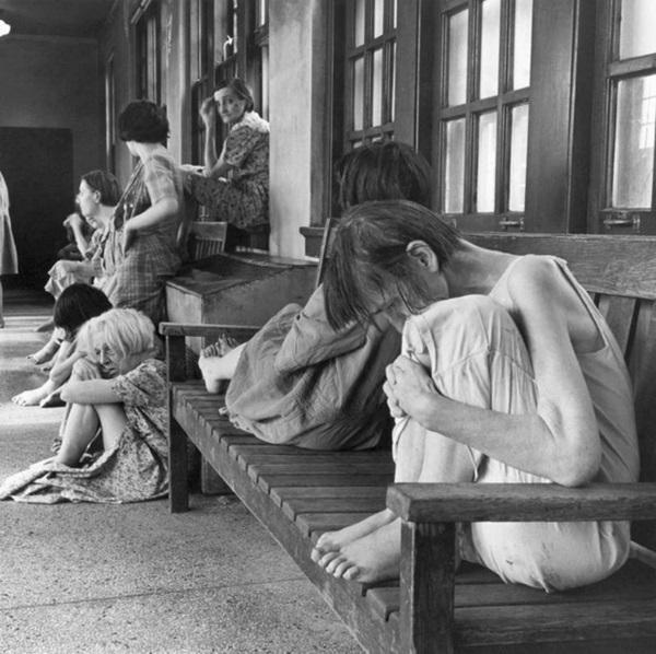 10 ngày địa ngục trong bệnh viện tâm thần của nữ nhà báo: Bệnh nhân bị đối xử tàn bạo, người tỉnh táo sớm muộn cũng hóa điên-3