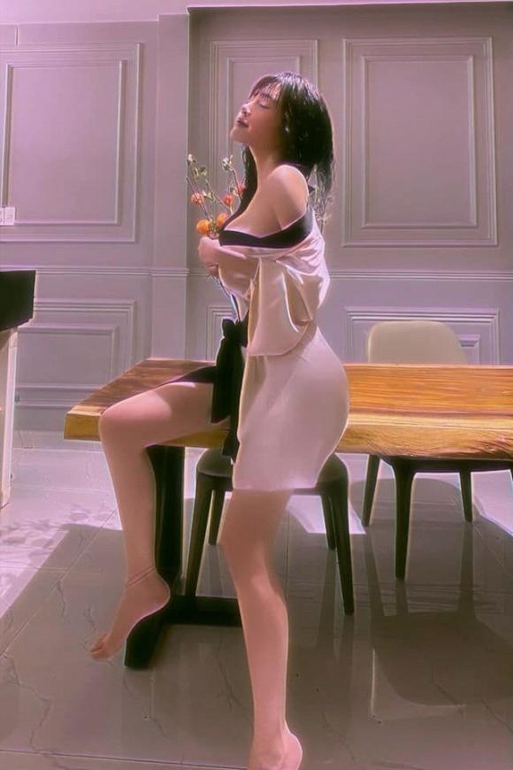 Chụp ảnh sexy, Elly Trần vô tình hé lộ một số ngóc ngách trong nhà riêng-8