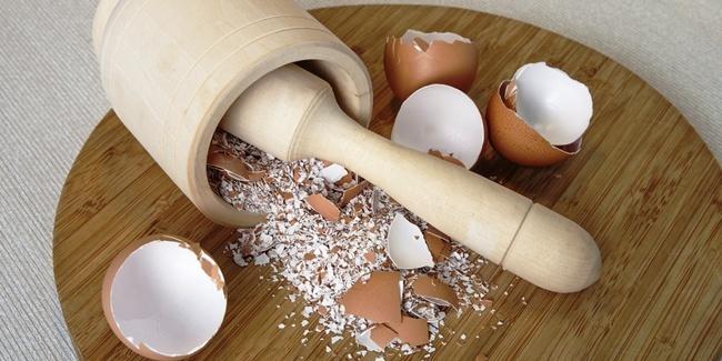 Không hiểu mẹ tôi thả vỏ trứng vào xoong chảo đã cũ để làm gì nhưng biết rồi thì ai cũng muốn học theo-4