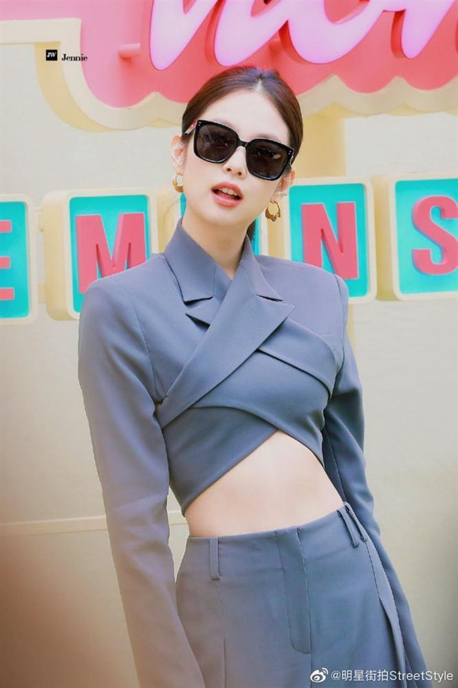 """Bộ suit Jennie"""" đi đâu cũng gặp ở Vbiz lúc này: Lan Ngọc, Tóc Tiên đều diện, riêng MLee sao y bản chính cả kiểu tóc-2"""
