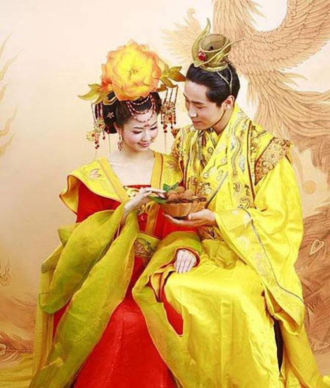 Vị Hoàng đế Trung Hoa có cuộc sống hôn nhân cực lạ: Suốt đời một vợ một chồng bởi lý do đằng sau u ám đến cực điểm-2