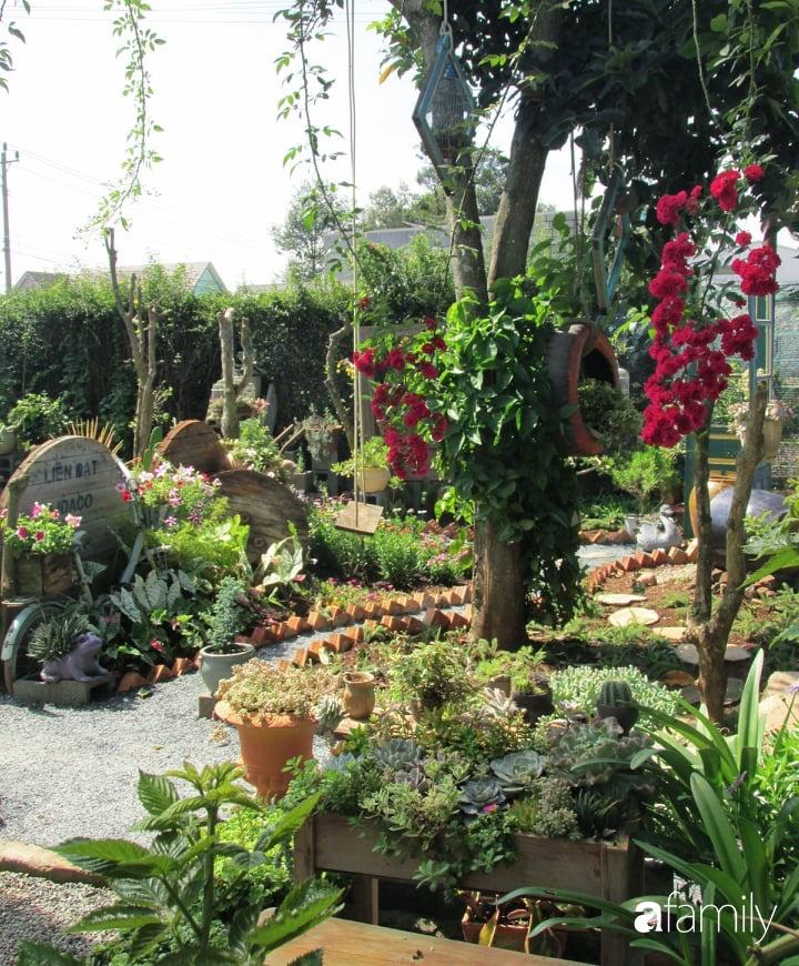 Chỉ tốn hơn 1 triệu đồng, mẹ trẻ biến hình mảnh đất nhỏ trở thành khu vườn trồng xương rồng, sen đá đẹp mê mẩn ở Đà Lạt-15