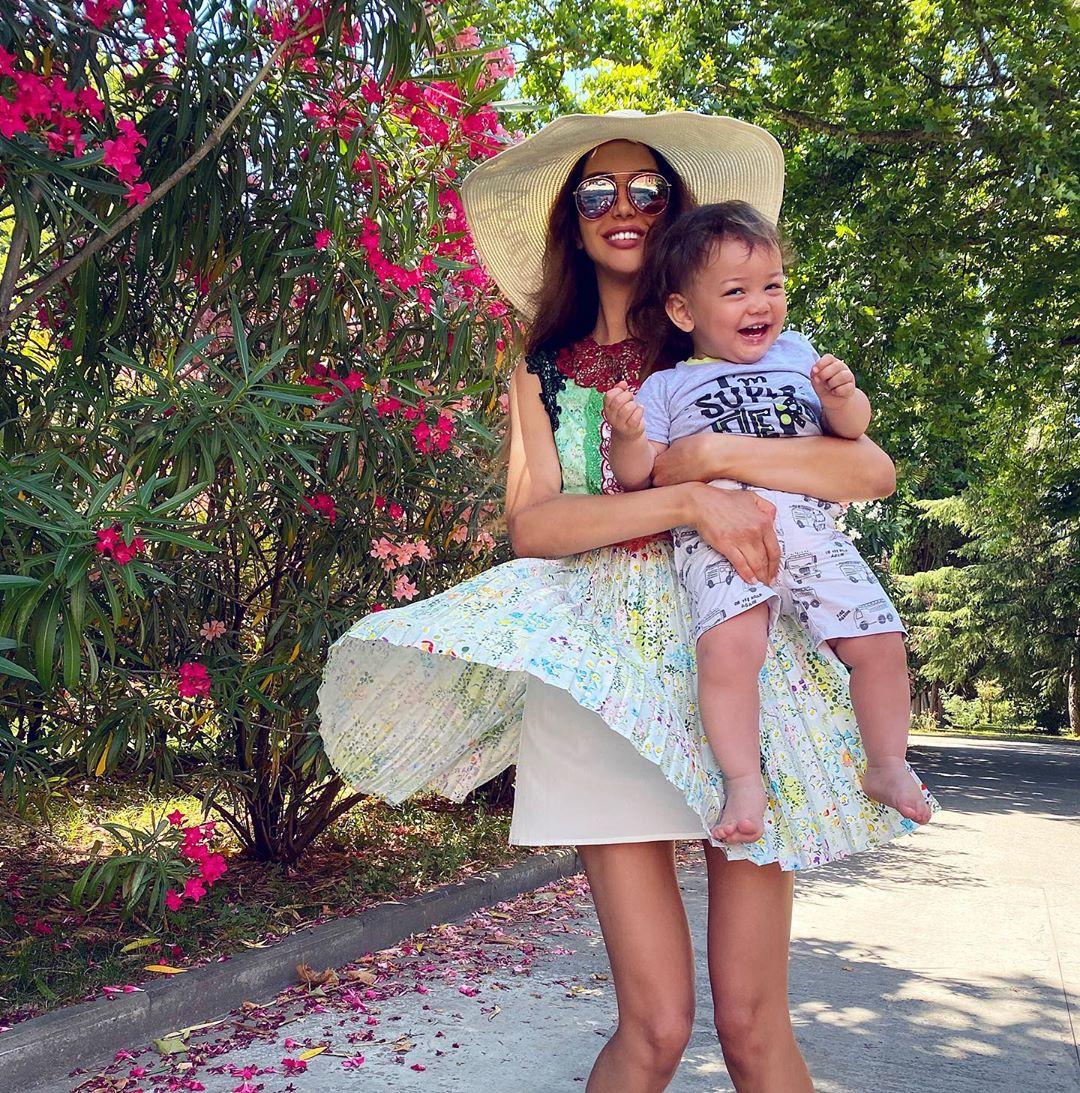 Sau 1 năm ly hôn, con trai bị cựu vương Malaysia phủ nhận chung huyết thống giờ có cuộc sống ra sao bên người mẹ hoa khôi?-5