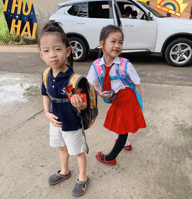 Hết cho con trai để tóc dài, Ốc Thanh Vân lại cho con gái đi tất cọc cạch đến trường-3