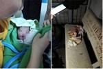 Bé sơ sinh còn nguyên dây rốn bỏ rơi trên ghế đá ở Sài Gòn