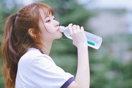 Nắng nóng oi bức, những nhóm người này không nên uống nước lạnh kẻo sốc nhiệt nguy hiểm đến tính mạng