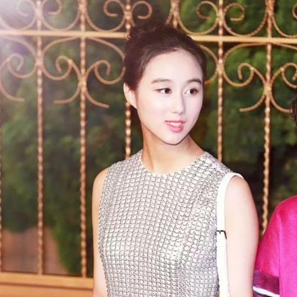 Công chúa út Hà Siêu Hân: Bảo bối ngậm thìa bạc vừa giỏi vừa đẹp, xứng đáng là món quà từ thiên đường của Vua sòng bài Macau-5