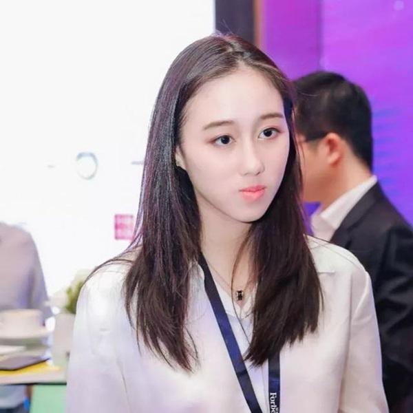 Công chúa út Hà Siêu Hân: Bảo bối ngậm thìa bạc vừa giỏi vừa đẹp, xứng đáng là món quà từ thiên đường của Vua sòng bài Macau-6