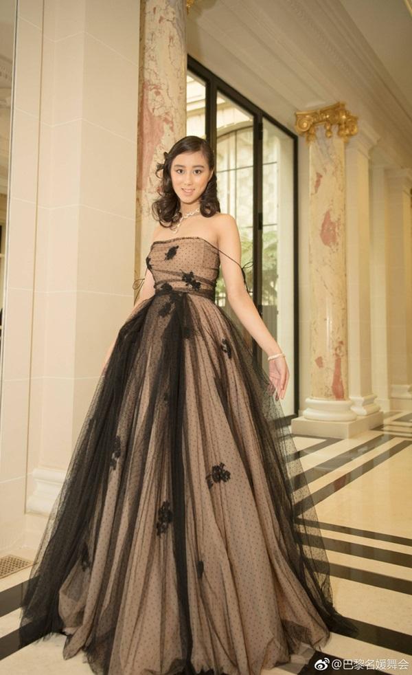 Công chúa út Hà Siêu Hân: Bảo bối ngậm thìa bạc vừa giỏi vừa đẹp, xứng đáng là món quà từ thiên đường của Vua sòng bài Macau-7