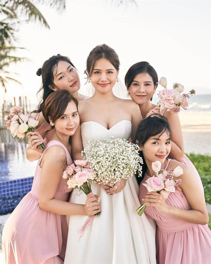 Phanh Lee tung thêm ảnh trong đám cưới với thiếu gia Cocobay, vòng 1 khủng của cô dâu trở thành tâm điểm-1