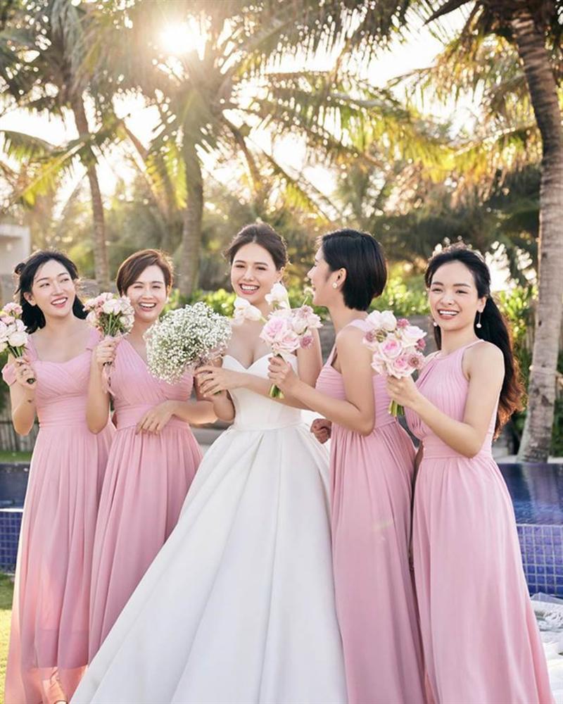 Phanh Lee tung thêm ảnh trong đám cưới với thiếu gia Cocobay, vòng 1 khủng của cô dâu trở thành tâm điểm-2