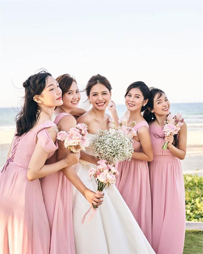 Phanh Lee tung thêm ảnh trong đám cưới với thiếu gia Cocobay, vòng 1 khủng của cô dâu trở thành tâm điểm-5