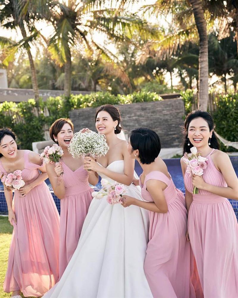 Phanh Lee tung thêm ảnh trong đám cưới với thiếu gia Cocobay, vòng 1 khủng của cô dâu trở thành tâm điểm-7