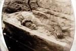 Câu chuyện rùng mình về cô gái trẻ đang lâm bồn thì qua đời, được cho mặc áo cưới lúc chôn cất đến 6 năm sau thi thể vẫn nguyên vẹn
