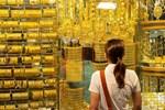 Hà Nội: Đổ xô đi bán vàng kiếm lời sau khi vàng tăng cao kỷ lục-16