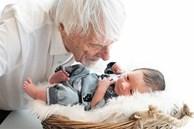 Tỉ phú 89 tuổi hạnh phúc đón con với vợ 3, dân mạng nghi ngờ liệu có bị 'cắm sừng'