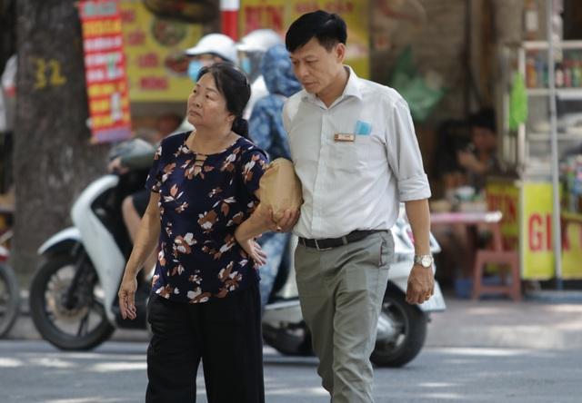 Hà Nội: Đổ xô đi bán vàng kiếm lời sau khi vàng tăng cao kỷ lục-8