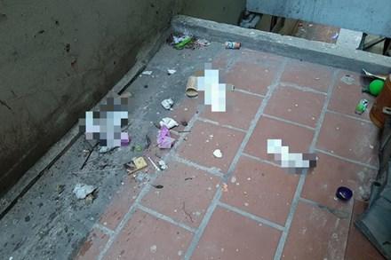 Hoảng hồn 'vật thể nhạy cảm' mất vệ sinh được các cô nàng thẳng tay ném qua cửa sổ khu chung cư đông đúc nhất Hà Nội