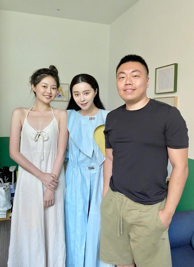 Để mặt mộc tự nhiên chụp hình với hot girl mạng xã hội, Phạm Băng Băng lộ dấu hiệu lão hóa-2