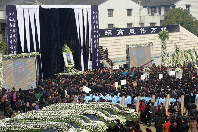 Đám tang của đại gia Trung Quốc: Chi hơn 16 tỷ đồng tổ chức tang lễ xa xỉ và câu chuyện người giàu phô trương thân thế địa vị-2
