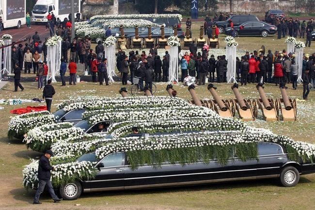 Đám tang của đại gia Trung Quốc: Chi hơn 16 tỷ đồng tổ chức tang lễ xa xỉ và câu chuyện người giàu phô trương thân thế địa vị-3