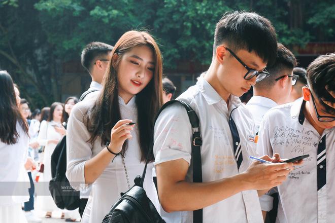Cho dù là người yêu, tình cũ hay crush, nhất định phải chụp cùng nhau một bức ảnh thật đẹp trong ngày lễ bế giảng cuối cùng-1