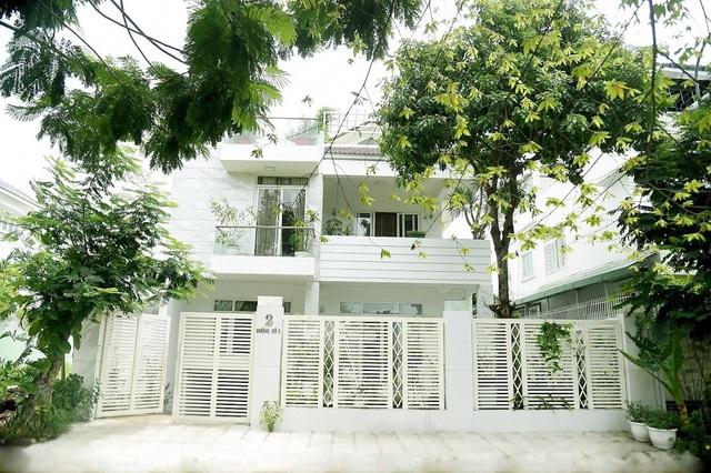 Chiêm ngưỡng nhà vườn bạc tỷ rau trái xum xuê, hoa nở bốn mùa của sao Việt-1
