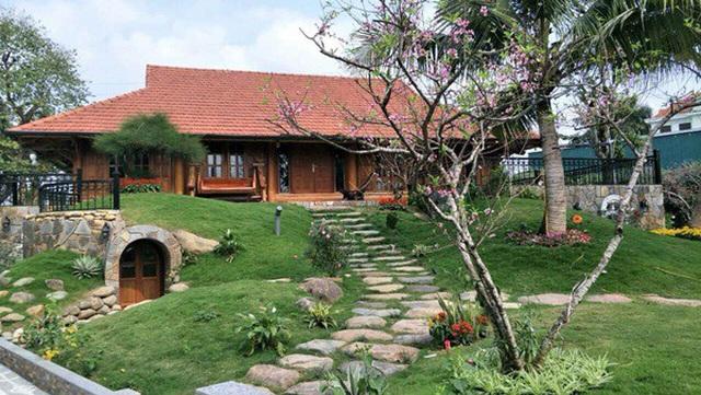 Chiêm ngưỡng nhà vườn bạc tỷ rau trái xum xuê, hoa nở bốn mùa của sao Việt-8